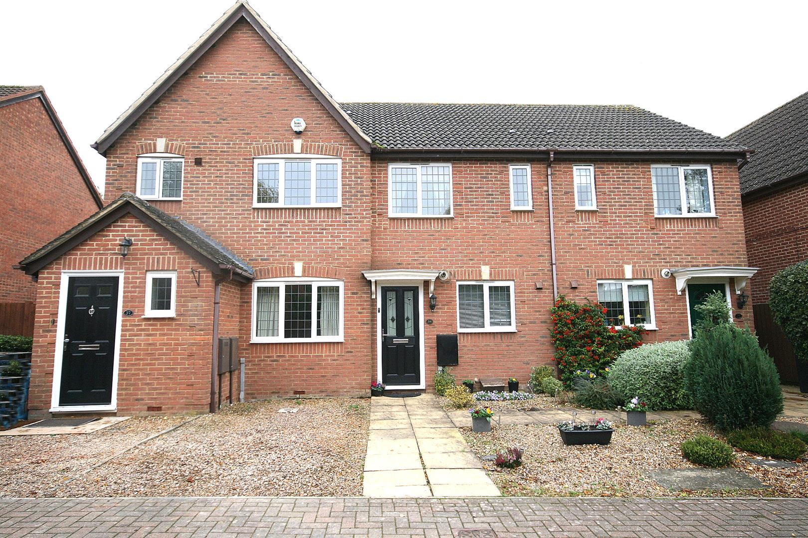 2 Bedrooms Terraced House for sale in Badgers Gate, Dunstable, Beds